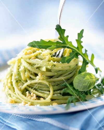 Linguine with pesto and basil