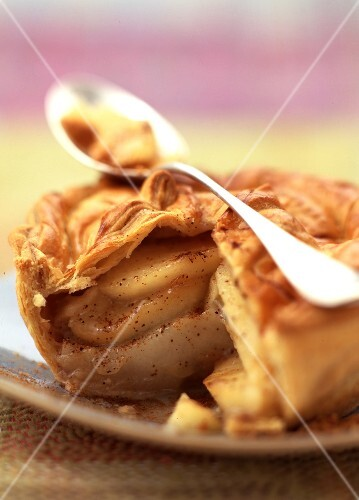 apple, pear and spice tart with hot spicy cream