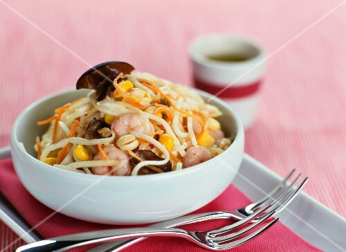 Shrimp and beansprout salad