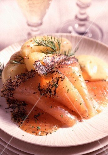 Marinated salmon with peppered herbs