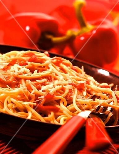 Spaghetti with creamed pepper