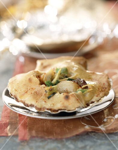 Scallops, leeks and ginger in pastry crust