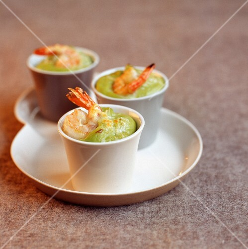 Mediterranean prawn and avocado bake