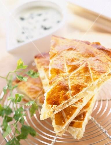 Flat potato, cream and Roquefort pie