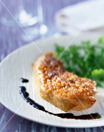 Fried foie gras in gingerbread pastry