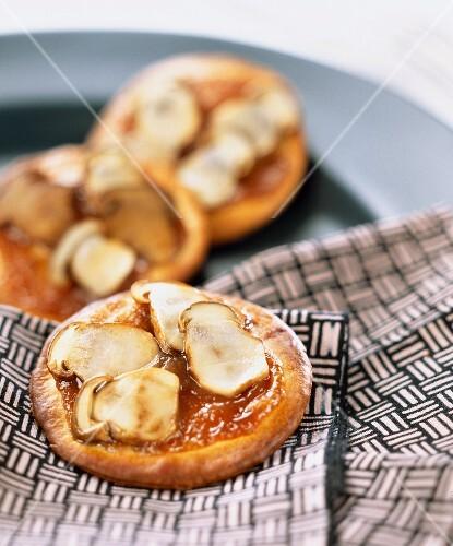 Mini tarts with cep mushrooms and chestnut cream