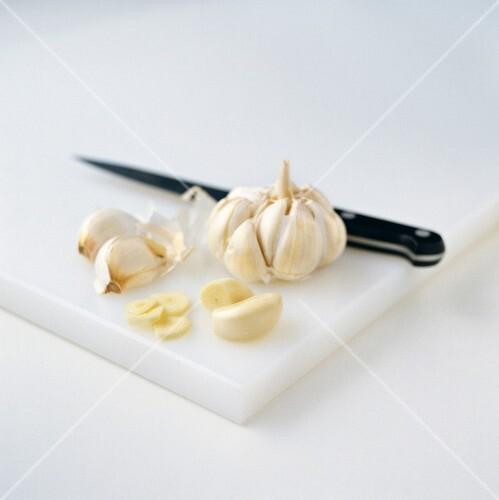 Garlic and knife on chopping board