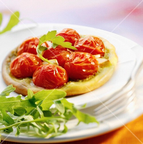 Small pizza with cherry tomatoes