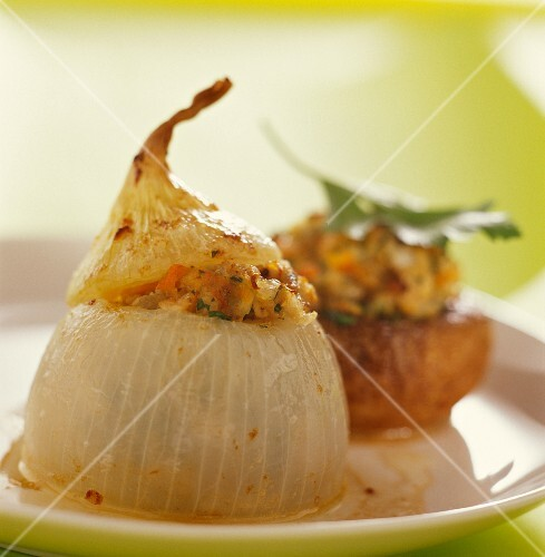 Onion and mushroom stuffed with blanquette