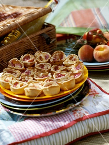 Peach and almond bite-size tartlets