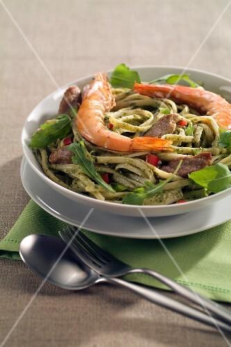 Linguinis with shrimps and pork