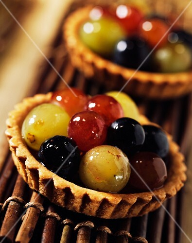 individual grape tart