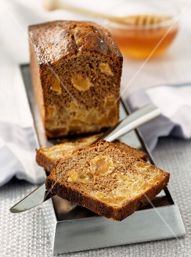 gingerbread with apricots (topic: honey desserts)
