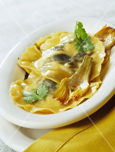 Seaweed and goat's cheese raviolis with fried artichokes