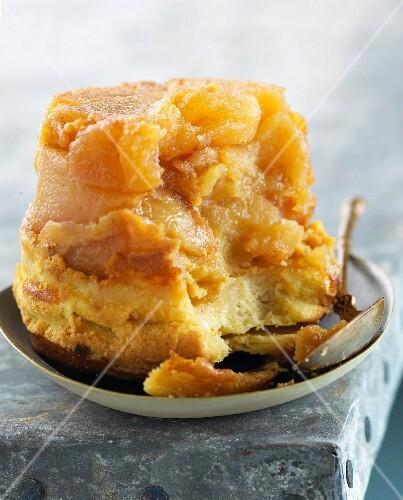 Shortbread and caramelized apple fondant