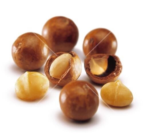 Macadamia nuts with shells
