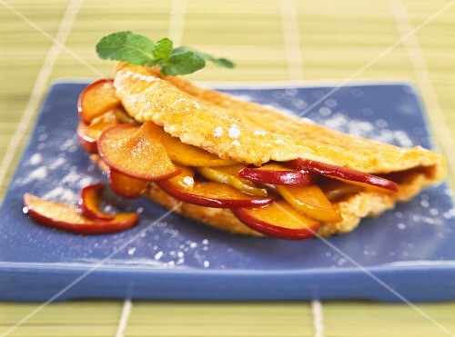 Omelette with pork and nectarines