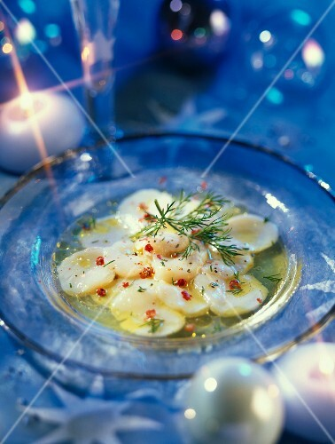 Scallops carpaccio with pink pepper and limes