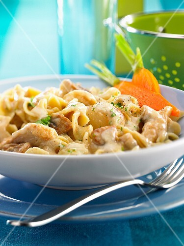 Fusilli with chicken, mushrooms and spring onions