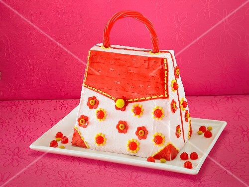 A handbag cake