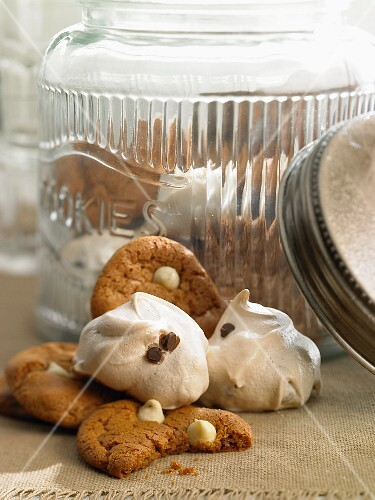 Cookies and meringues with chocolate chips