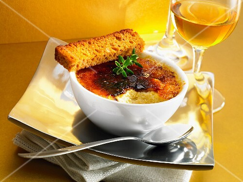 Crème brûlée with honey cake