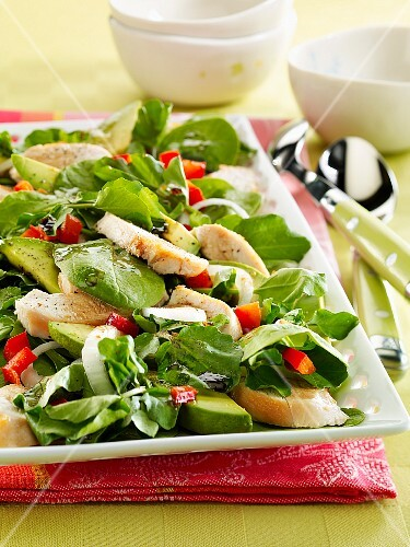 Spinach, avocado and chicken salad