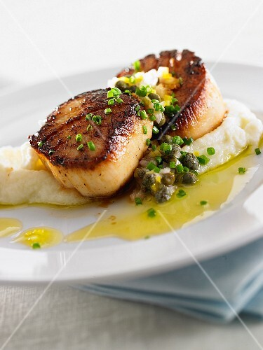 Fried scallops with capers and celeriac purée