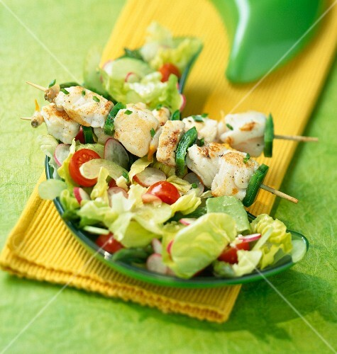 Saffron fish skewers with a mixed salad