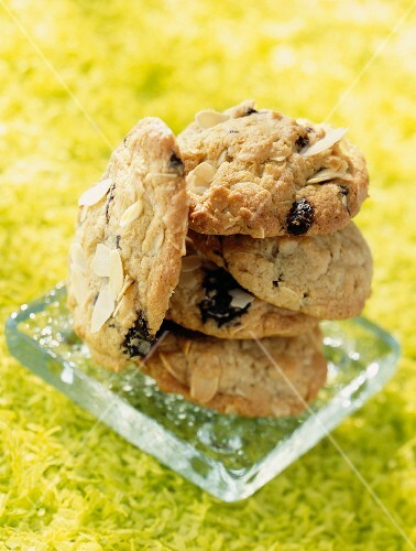 Cookies with flaked almonds and chocolate chips