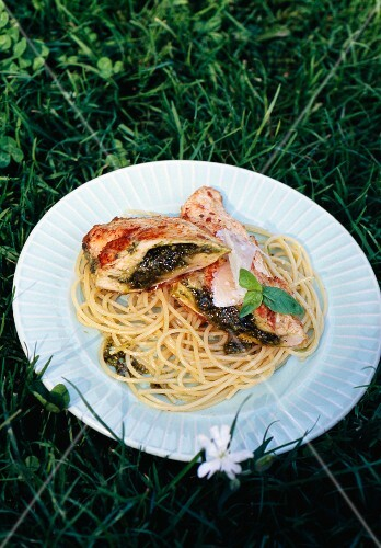 Chicken breast with pesto and spaghetti
