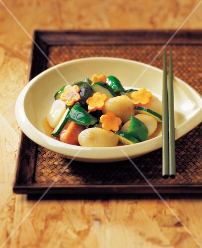 Half-moon Rice Cake with Chinese Sweet and Sour Sauce