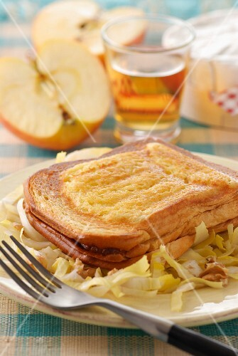 Croque Monsieur with Camembert, apples and Calvados