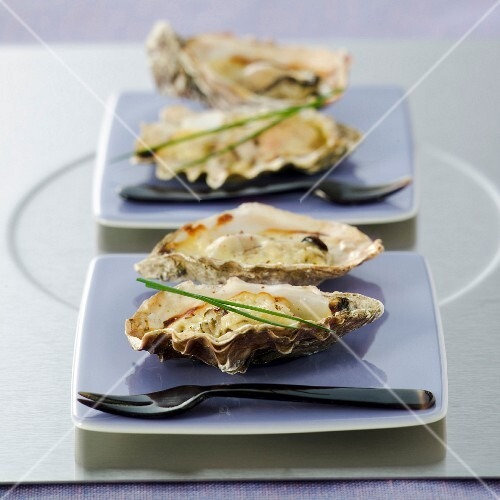 Warm oysters with Jurançon wine sauce