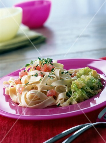 Pasta with tomato and cabbage