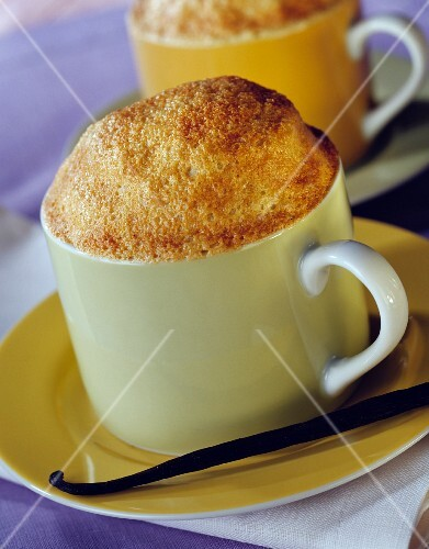 Tea-flavored semolina souffle