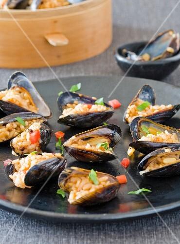 Turkish-style stuffed mussels