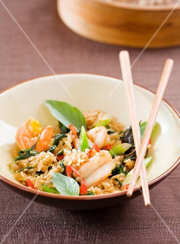 Fried rice with langoustines and basil