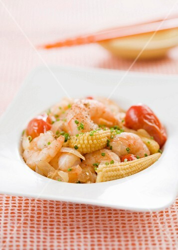 Prawns with baby corn cobs and tomatoes