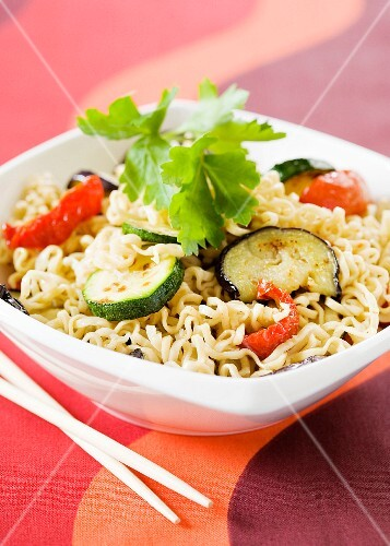 Oriental noodle salad with grilled vegetables