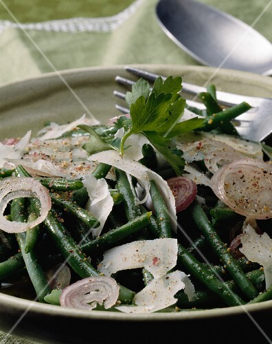Bean salad with onions