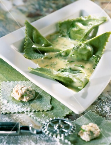 Pasta triangles with salmon and dill