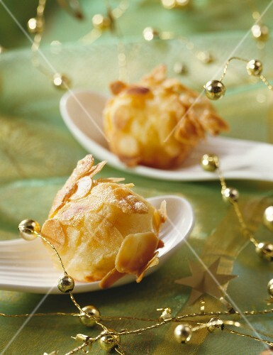 Potato balls with almonds