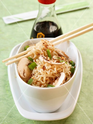 Chinese noodles with mushrooms