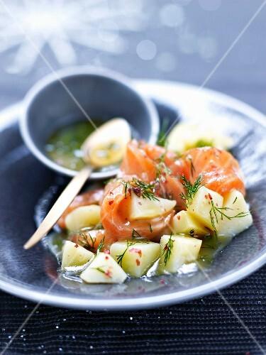 Potato,smoked salmon and dill salad