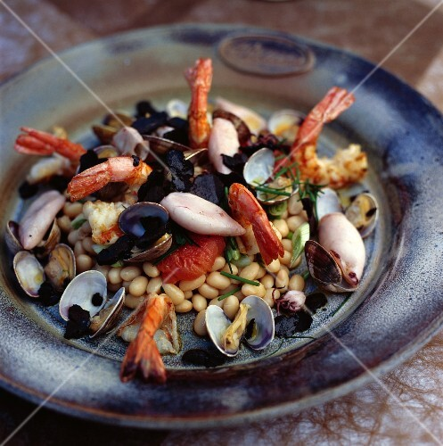 Cocos de Paimpol beans with seafood and truffels