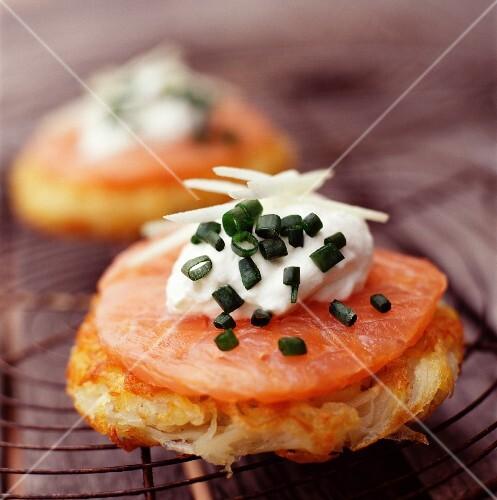 potato cakes with salmon and crème fraîche