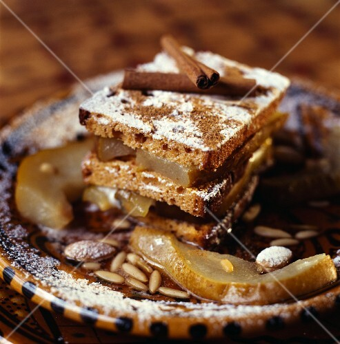A layer cake made from honey cake, apple and cinnamon