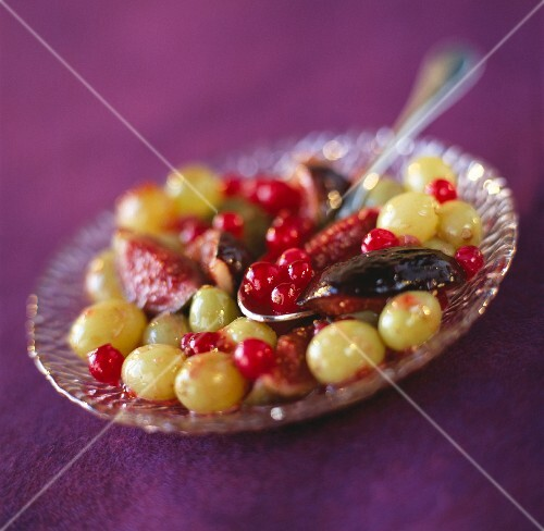 Pan-fried grapes, figs and redcurrants with honey
