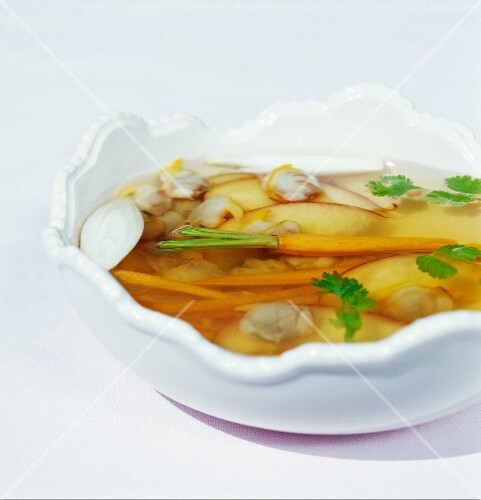 Fish stock with clams and carrots